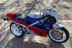1_Honda-RC30-