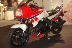 Yamaha-FZ750-1986
