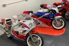 Yamaha-FZR-750RR-RC30-VTR1000SP1